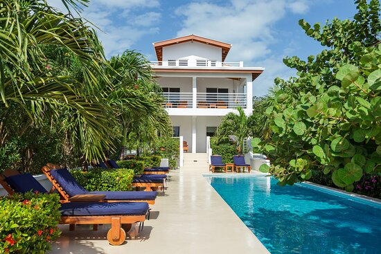 Weezie's Patio Cafe - Picture of Weezie's Ocean Front Hotel and Garden Cottages, Caye Caulker - Tripadvisor