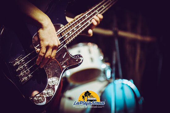 Sanmihaiu Roman, Romania: Outdoor parties and live concerts. Bon fires, great music & great people. That's what you'll find at La Plaja Nouă