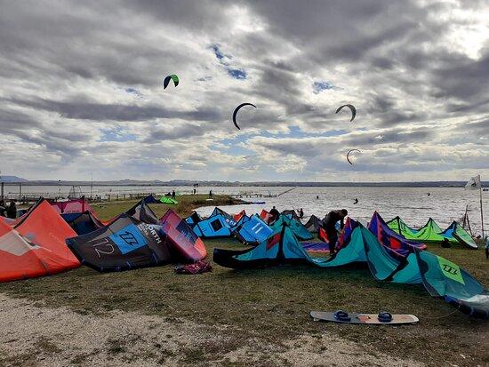 Corsi kitesurf lago di lesina puglia