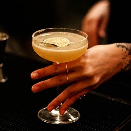 INDIAN MARGARITA Tequila Patrón Reposado infusionado con especias, Grand Marnier y zumo de lima.
