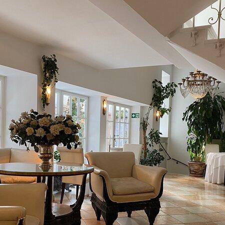 Милый отель с аутентичным интерьером. Прекрасные завтраки, отношение Персонала а самое главное идеальное место расположения!