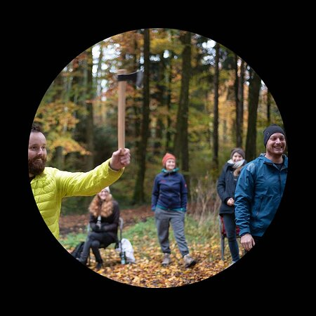 Canton of Thurgau, Switzerland: Erlebe Axtwerfen in lockerem Rahmen und duelliere dich mit Freund*innen, Arbeitskolleg*innen oder deiner Familie.   www.ibaex.org