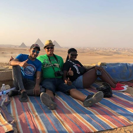 Chill in heart if Sahara desert after riding horses and go bedwin tent having tea and get a stunning photos with pyramids view 🇪🇬👌❤️