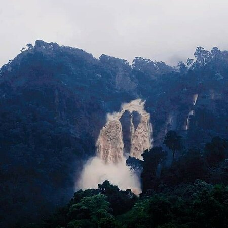 Lunugala, سريلانكا: Rainy day...