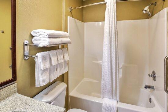 One Bedroom Queen Suite Bathroom