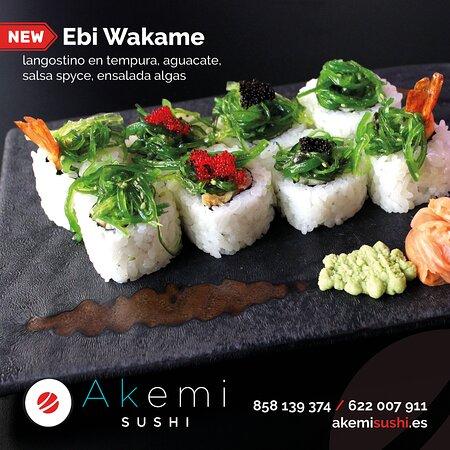 🆕 En Akemi incorporamos nuevos platos periódicamente en nuestro menú. Una de las últimas novedades es nuestro Ebi Wakame. Menuda pinta tiene! Te espera en Akemi, casero y preparado en el momento! 😋🍣