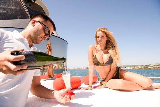 Marbella, Spain: Welcome drinks & Open bar on board