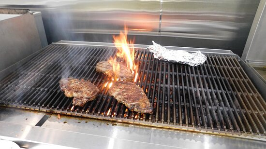 Broadus, MT: Flame Grilled Steaks, burgers and more!!!