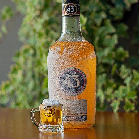 Essa foto já fala tudo né, quem ai também é apaixonado por licor 43? Se for Mini Beer fica melhor ainda!