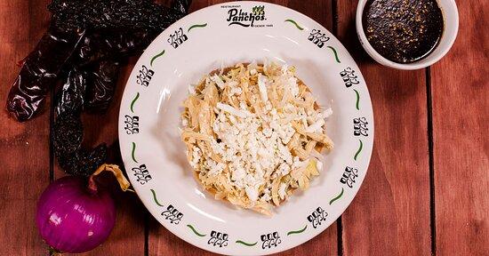 Tostada de pollo, acompañada de salsa con chile pasilla y ajonjolí, una deliciosa opción para empezar. Exclusiva en Restaurante, Servicio a Domicilio y PickUp Anzures.