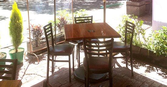 Te esperamos en nuestro Restaurant con todos los protocolos de seguridad y sana distancia. Ven a nuestros espacios abiertos de 9am a 10pm todos los días.