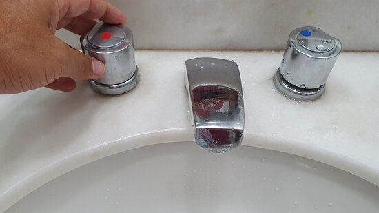 Torneira que não abrir a água quente