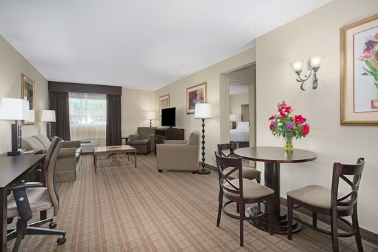 King Jacuzzi Suite Living Area