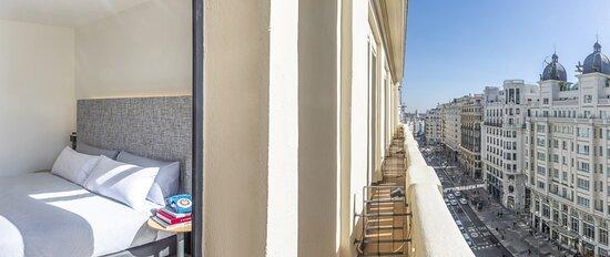 La Gran Vía de Madrid desde tu balcón.