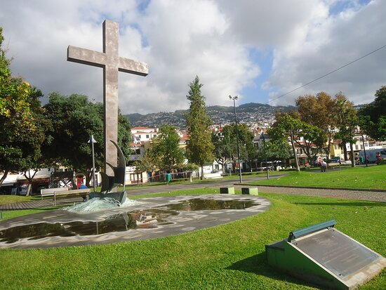Monumento aos 500 anos da Diocese do Funchal