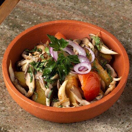Оджахури с грибами в Saperavi Cafe