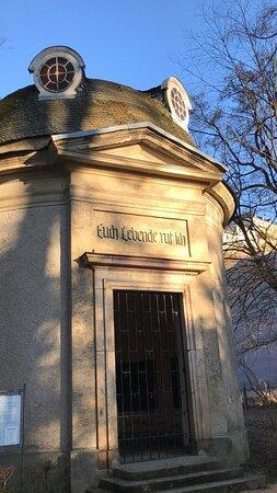Rotunde je pomník - kaplnka