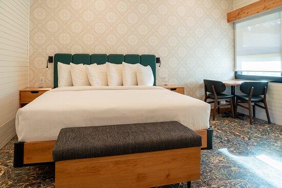 Superior Hotel Room 1 King