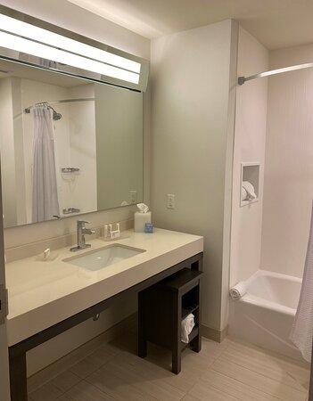 Bath in Room 424. No fan.