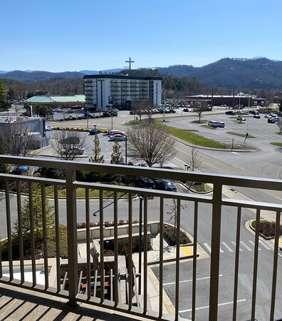 """""""Mountain View"""" room - more like view of the parking lot from balcony of room 424."""