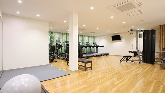 1F Fitness Center stay guests only 24 hours open