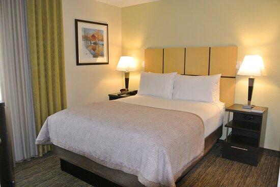One Bedroom Suites One Queen Bed