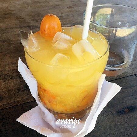 Caipiroska de seriguela, um dos drinks servidos na praia