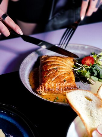 威靈頓三文魚·秘魯黃椒醬
