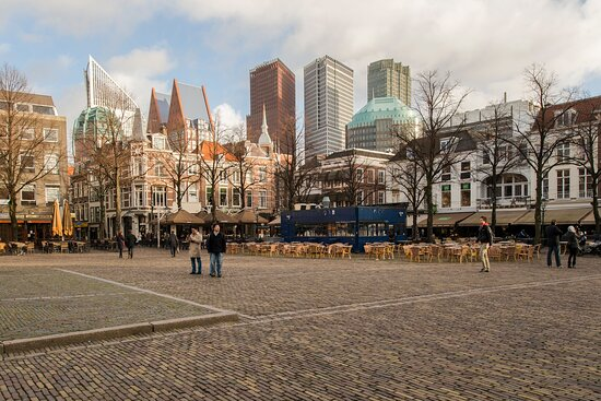 Het Plein in The Hague with many bars and restaurants