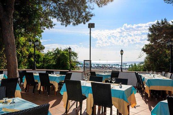 Cala Liberotto, Itália: ristorante con vista sulla spiaggia