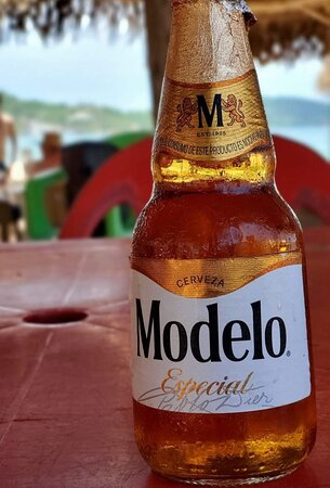 Una modelo Visito Restaurante Morena Mia . Cold beer!