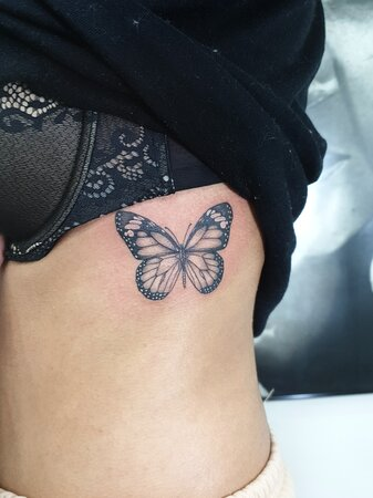 أفضل فنانين الوشم في الأردن  Tattoo in Amman Jordan    Small tattoo   By artist : Mohammed Alzou'bi Instagram : mohammed.z3bi Snapchat :m7md7rr What'sapp : 0796268448 Fb : Mohammed Al-zou'bi  #tattoojo #tattoo #amman #ammanstylez #ammanjordan #ammani #imgram #piercing #tattoolove #inktattoo #intenzeink #whale #dreamcatcher #dream #butterfly #butterflytattoo #rosetattoo #pandatattoo #crown #crowntattoo #rosetattoo #owl #hamsa