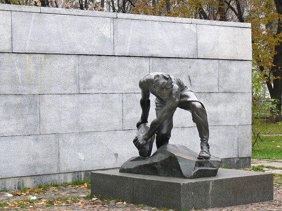 Sculpture  Bulyznik Oruzhiye Proletariata