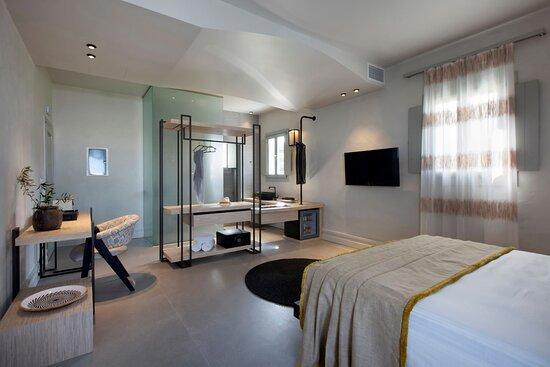 Prestige Suite with external Jet Tub