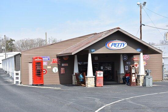 Randleman, NC: The Petty Museum in Level Cross, North Carolina