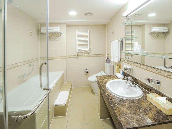 Junior_Suite, Bathroom
