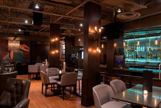 SIX TWELVE Lounge
