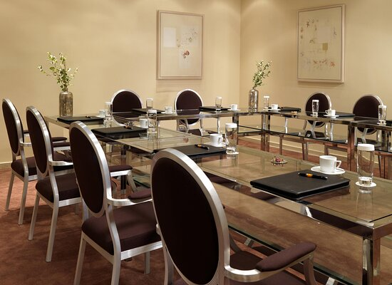 Infrastructure and services for professionals; Alpha Function Room