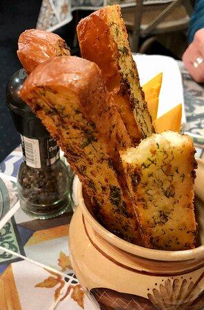 Запечённый хлеб с чесноком