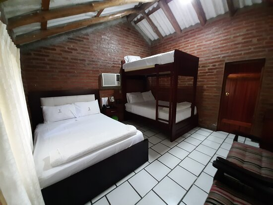 La Troncal, Ecuador: Contamos con habitaciones individuales,matrimoniales, dobles y triples Incluye desayuno, uso de instalaciones parqueo privado gratuito.
