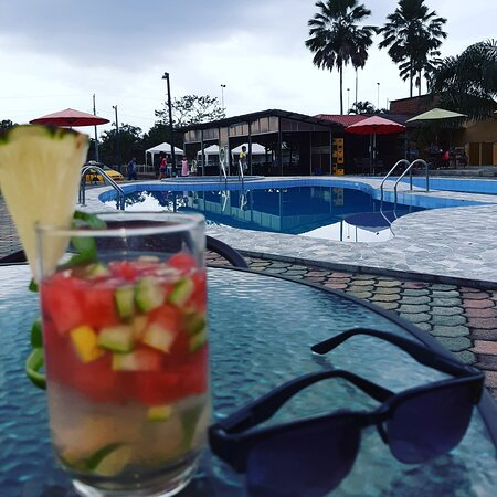 La Troncal, Ecuador: Pool time  #coctel #cabañassweetdreams