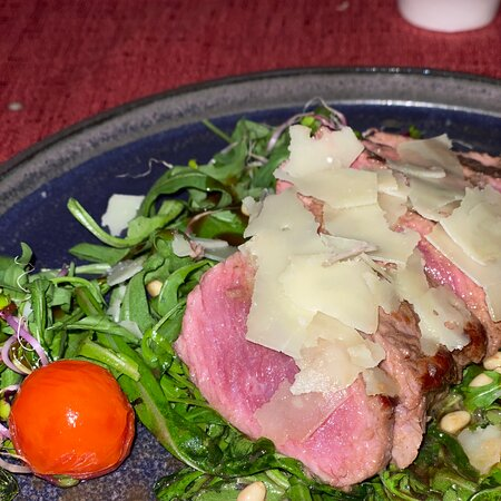 Excellent Italian restaurant Stella Vegia - tagliata di manzo is definitely to be recommended: the meat of the highest quality prepared in a perfect manner. The staff is also very professional and helpful. I definitely recommend it!