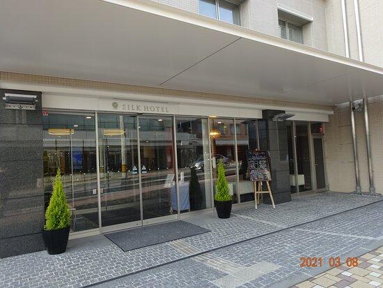 ホテルの玄関前