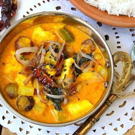LAZWAB PANEER  Bauernkäse mit Curry aus Käse und Nüsse