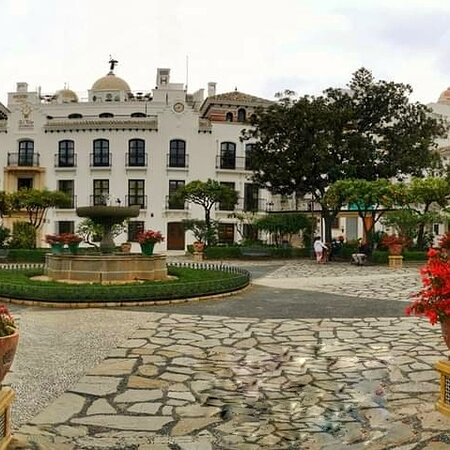 Gorgeous new hotel in Plaza de las Flores