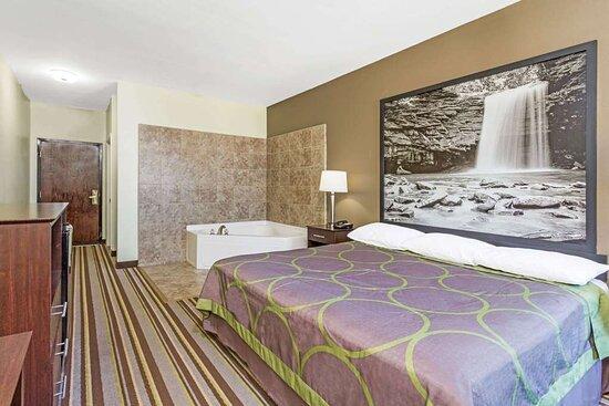 1 King BedJacuzzi Room