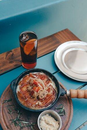 Buenos Aires, PE: Con la mejor tortilla de papas y provoleta bien caliente, el ideal para acompañar ese vermut con hielo y rodaja de naranja! 
