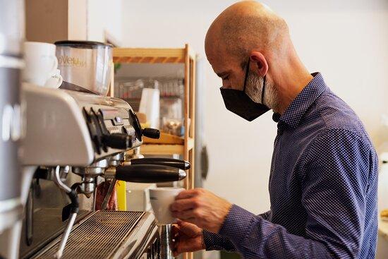 Preparando café