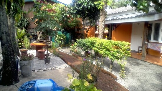 Phuket Town, Thailand: The little place with a tropical garden with a swimming pool. near the beach (800M.), public bus station(300M.), and Airport(2KM.).