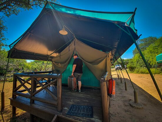 Mkuze Game Reserve, África do Sul: The front of the 2Bed Safari Tent at Mkhuze Reserve